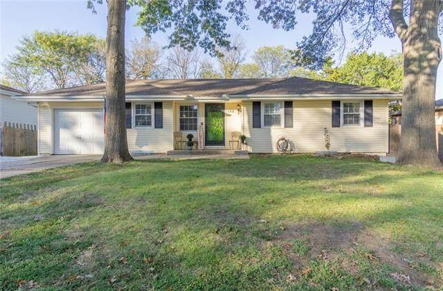 132 E 132nd Terrace, Kansas City, MO 64145 (#2346067) :: Five-Star Homes