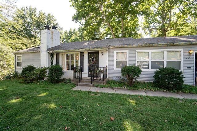 721 E 97th Street, Kansas City, MO 64131 (#2346076) :: Audra Heller and Associates