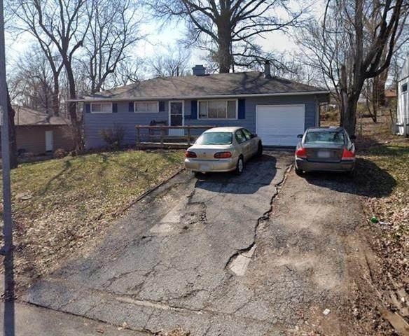 8707 E 114th Terrace, Kansas City, MO 64134 (#2346126) :: The Kedish Group at Keller Williams Realty