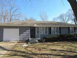 11819 Oakley Avenue, Kansas City, MO 64137 (#2346130) :: Ron Henderson & Associates