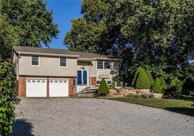 14330 Greentree Lane, Olathe, KS 66061 (#2346132) :: Eric Craig Real Estate Team