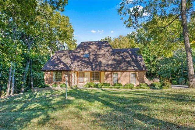 7317 N Nevada Avenue, Parkville, MO 64152 (#2346147) :: Five-Star Homes