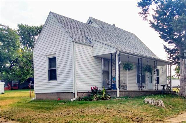 301 S 1st Street, Louisburg, KS 66053 (#2346377) :: The Shannon Lyon Group - ReeceNichols