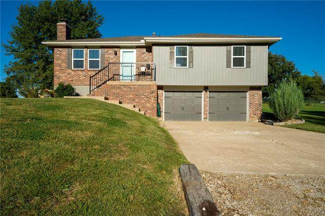 8608 Mccormack Drive, Lenexa, KS 66227 (#2346380) :: Tradition Home Group | Compass Realty Group