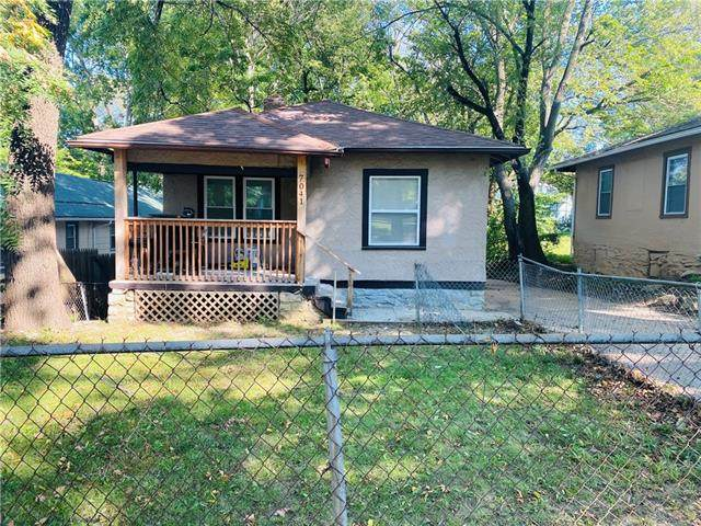 7041 S Benton Avenue, Kansas City, MO 64132 (#2346392) :: Tradition Home Group   Compass Realty Group