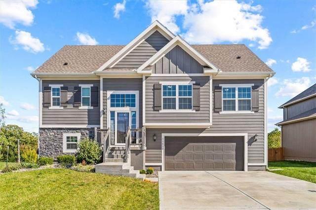 11611 N Crystal Avenue, Kansas City, MO 64156 (#2346410) :: Team Real Estate