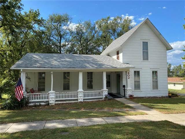 802 Liberty Street, Oskaloosa, KS 66066 (#2346472) :: Tradition Home Group   Compass Realty Group