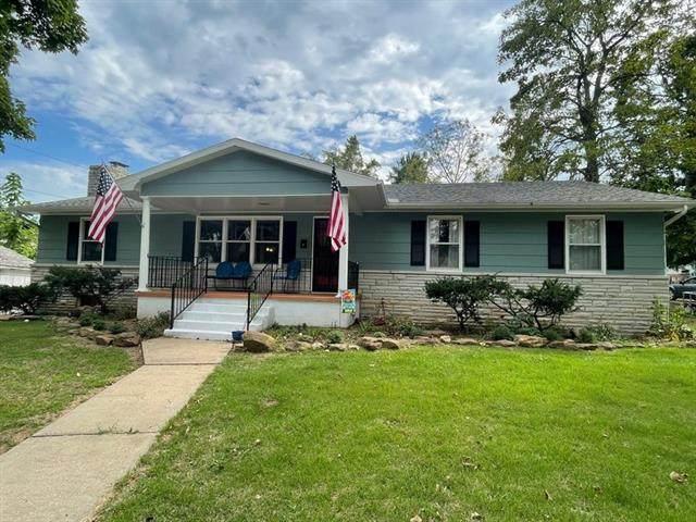108 W Hickory Street, El Dorado Springs, MO 64744 (#2346479) :: Tradition Home Group | Compass Realty Group