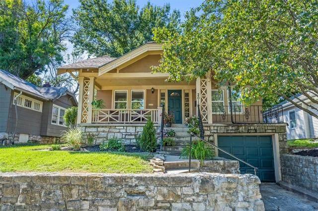 2015 E Gregory Boulevard, Kansas City, MO 64132 (#2346501) :: Eric Craig Real Estate Team