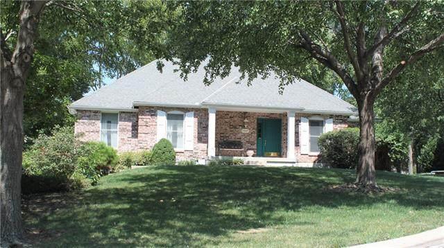 1409 NW Fox Ridge Drive, Blue Springs, MO 64015 (#2346518) :: Austin Home Team