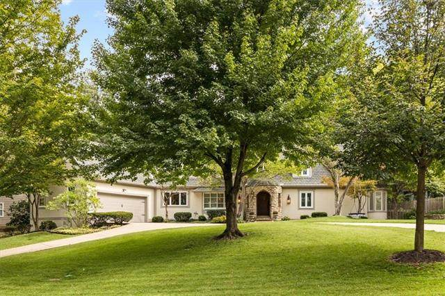9021 High Drive, Leawood, KS 66206 (#2346625) :: Tradition Home Group | Compass Realty Group