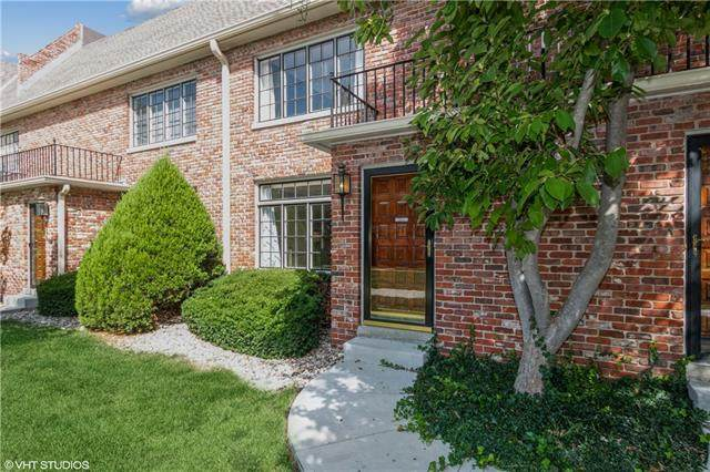 8355 Somerset Drive, Prairie Village, KS 66207 (#2346720) :: Tradition Home Group | Compass Realty Group