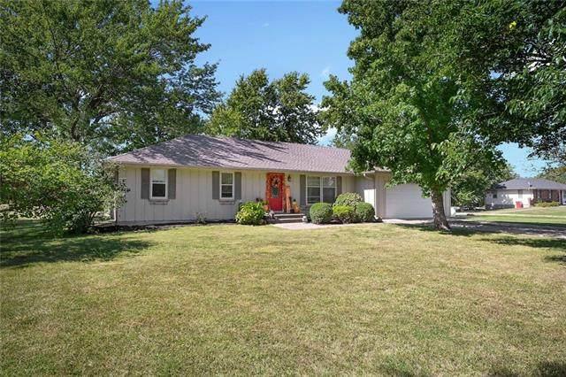29318 S Garden Meadows Lane, Garden City, MO 64747 (#2346788) :: Tradition Home Group | Compass Realty Group