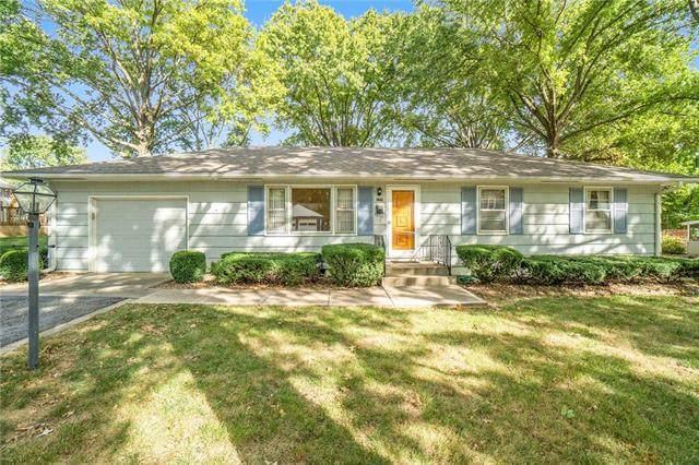 225 Warner Avenue, Bonner Springs, KS 66012 (#2346840) :: Eric Craig Real Estate Team