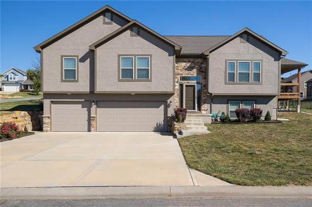 13726 April Lane, Bonner Springs, KS 66012 (#2346853) :: Ron Henderson & Associates