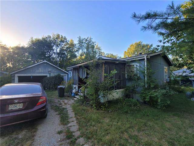 1204 N Mullen Street, Raymore, MO 64083 (#2347038) :: Five-Star Homes
