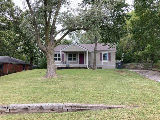 6409 NW Melody Lane, Parkville, MO 64152 (#2347156) :: Audra Heller and Associates