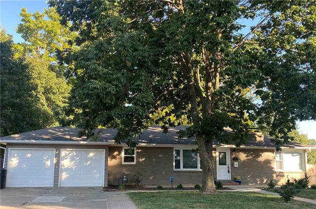2202 Lovers Lane, St Joseph, MO 64505 (#2347161) :: Tradition Home Group | Compass Realty Group