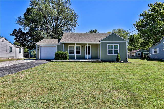 8307 Sterling Avenue, Raytown, MO 64133 (#2347177) :: Tradition Home Group | Compass Realty Group