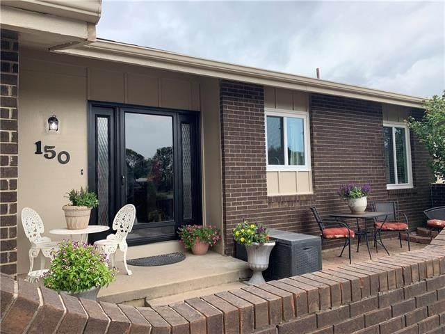 150 Woodbridge Lane, Kansas City, MO 64145 (#2347180) :: Tradition Home Group | Compass Realty Group