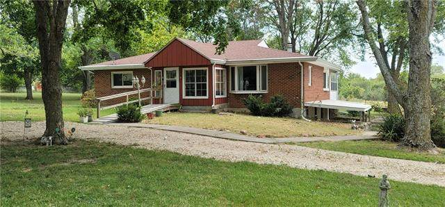 20269 Mclouth Road, Tonganoxie, KS 66086 (#2347219) :: Tradition Home Group | Compass Realty Group
