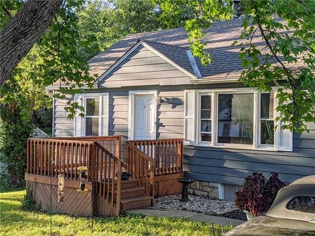 7710 Longwood Avenue, Kansas City, KS 66109 (#2347222) :: Ron Henderson & Associates