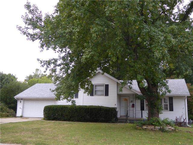 3020 S Hall Road, Independence, MO 64052 (#2347228) :: Ron Henderson & Associates