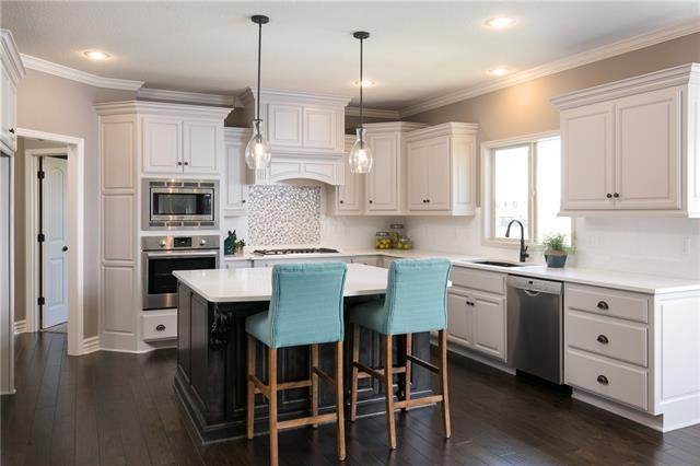 1426 SW Georgetown Drive, Lee's Summit, MO 64082 (#2347443) :: Five-Star Homes