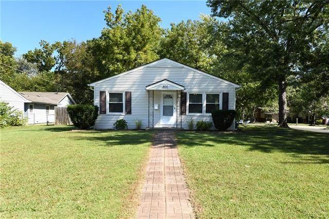 8100 Shawnee Drive, Overland Park, KS 66212 (#2347551) :: SEEK Real Estate