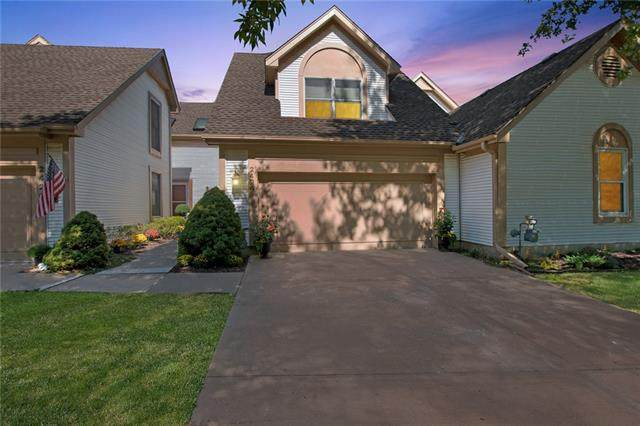2424 W 137 Place, Leawood, KS 66224 (#2347625) :: SEEK Real Estate
