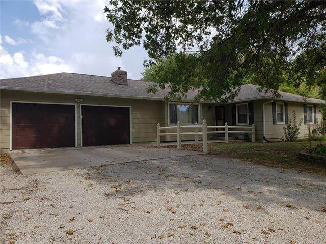 7323 Willow Drive, Odessa, MO 64076 (#2347631) :: Austin Home Team