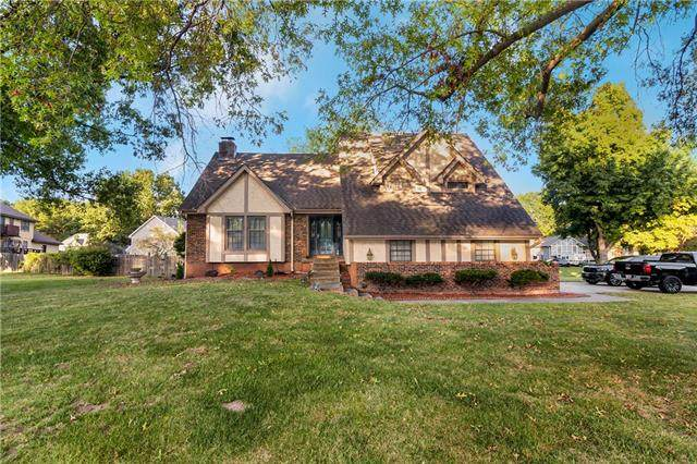 2801 Sweet Briar Drive, Independence, MO 64057 (#2347798) :: Ask Cathy Marketing Group, LLC