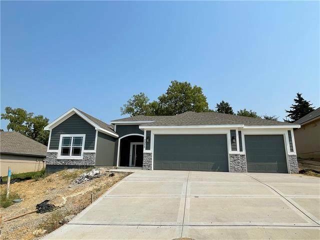 7555 NW Damon Drive, Parkville, MO 64152 (#2347882) :: SEEK Real Estate