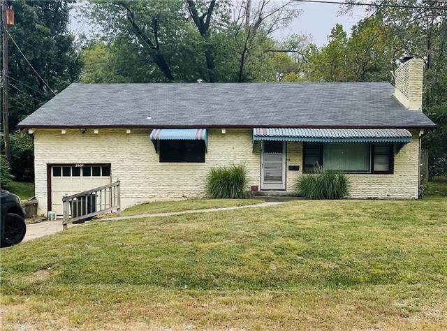 2507 N 47th Terrace, Kansas City, KS 66104 (#2347883) :: Five-Star Homes