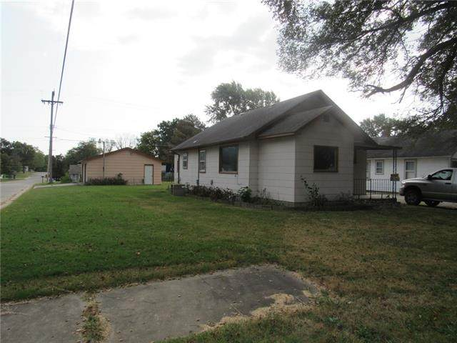 545 N Cherry Street, Ottawa, KS 66067 (#2348073) :: Tradition Home Group | Compass Realty Group