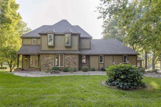 16317 Glenwood Street, Stilwell, KS 66085 (#2348106) :: Audra Heller and Associates