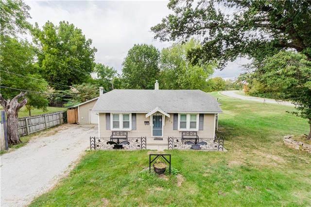 108 Duck Road, Grandview, MO 64030 (#2348380) :: Austin Home Team
