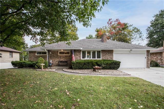 8006 Rowland Avenue, Kansas City, KS 66109 (#2348655) :: SEEK Real Estate