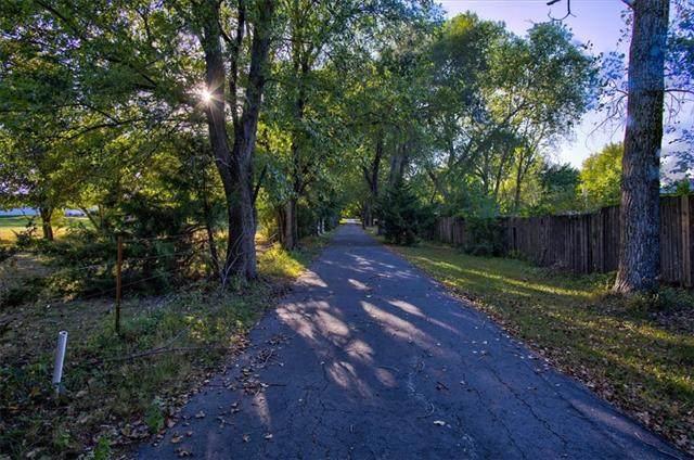 12987 Lakeshore Drive, Olathe, KS 66061 (#2348695) :: The Rucker Group