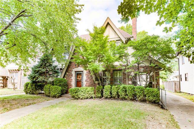 1224 W 71st Terrace, Kansas City, MO 64114 (#2348776) :: Tradition Home Group   Compass Realty Group