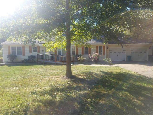 404 Edgevale Drive, Harrisonville, MO 64701 (#2348816) :: Tradition Home Group | Compass Realty Group