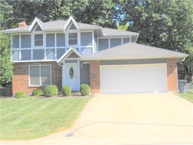 15119 S Arapaho Drive, Olathe, KS 66062 (#2348852) :: SEEK Real Estate
