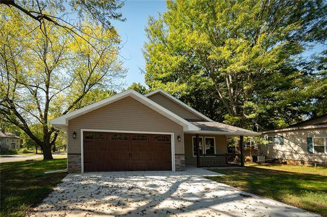 434 S Sycamore Street, Ottawa, KS 66067 (#2348977) :: Tradition Home Group | Compass Realty Group
