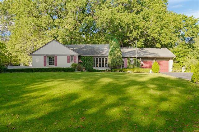 6520 State Line Road, Mission Hills, KS 66208 (#2348988) :: The Shannon Lyon Group - ReeceNichols