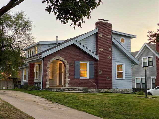 317 E 70th Terrace, Kansas City, MO 64113 (#2349081) :: The Shannon Lyon Group - ReeceNichols