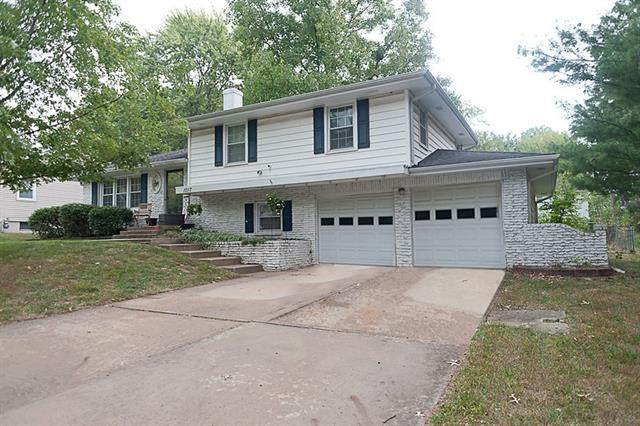 1017 SW Ingleside Place, Lee's Summit, MO 64081 (#2349205) :: Audra Heller and Associates