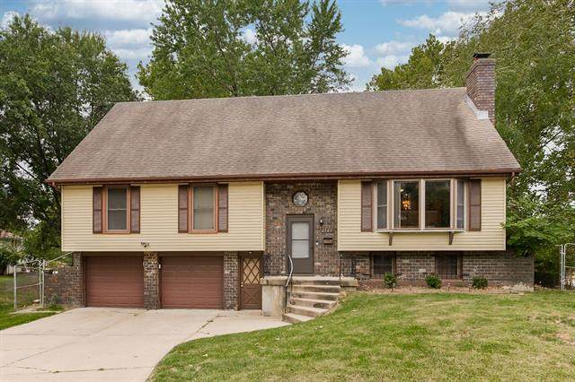 2703 NE 67th Place, Gladstone, MO 64119 (#2349237) :: Tradition Home Group | Compass Realty Group
