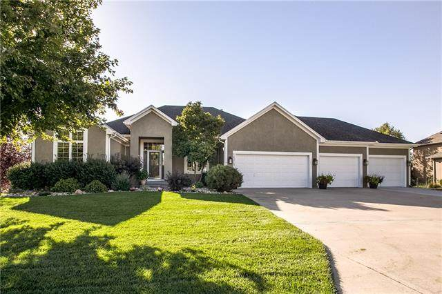 14215 Amanda Lane, Basehor, KS 66007 (#2349266) :: Team Real Estate