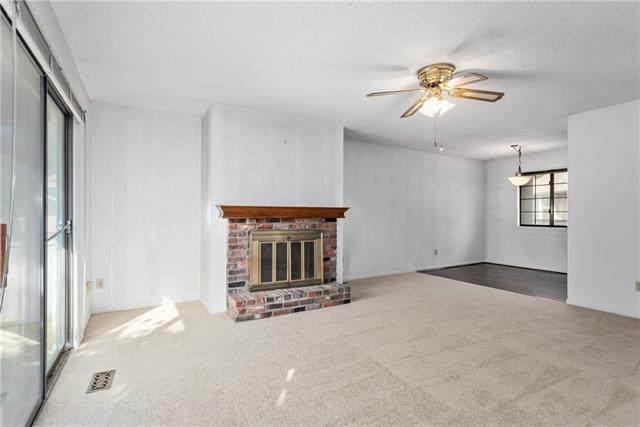 10806 Westgate Street, Overland Park, KS 66214 (#2349283) :: SEEK Real Estate