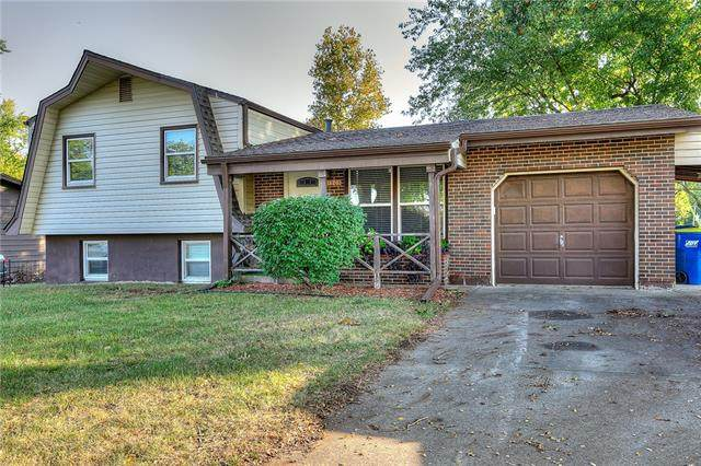 1305 S Skyline Drive, Liberty, MO 64068 (#2349489) :: Tradition Home Group   Compass Realty Group